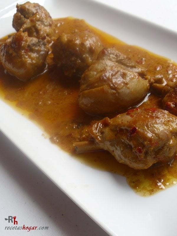 Pollo en salmorejo canario en bandeja