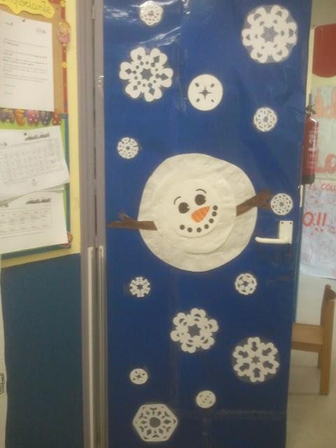 El arcoiris de los cuentos invierno for Decoracion de puertas de colegio