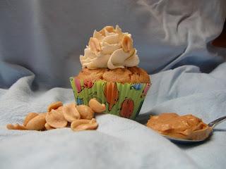 http://cecilecupcakecafe.blogspot.de/2013/07/erdnussbutterteig-cupcakes-mit.html