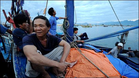 Thanh Hoá: Tàu cá việt bị tàu lạ đâm chìm