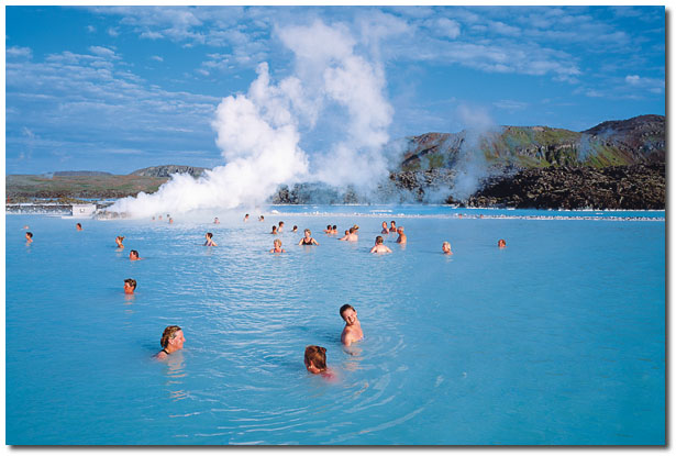 Blue lagoon iceland time to us for Where is the blue lagoon located in iceland