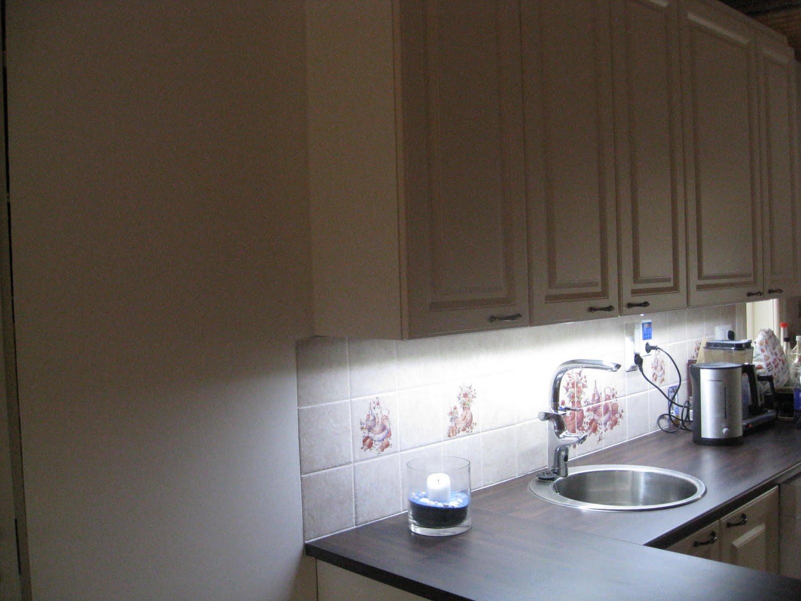 Sininen Talo LED valot keittiössä
