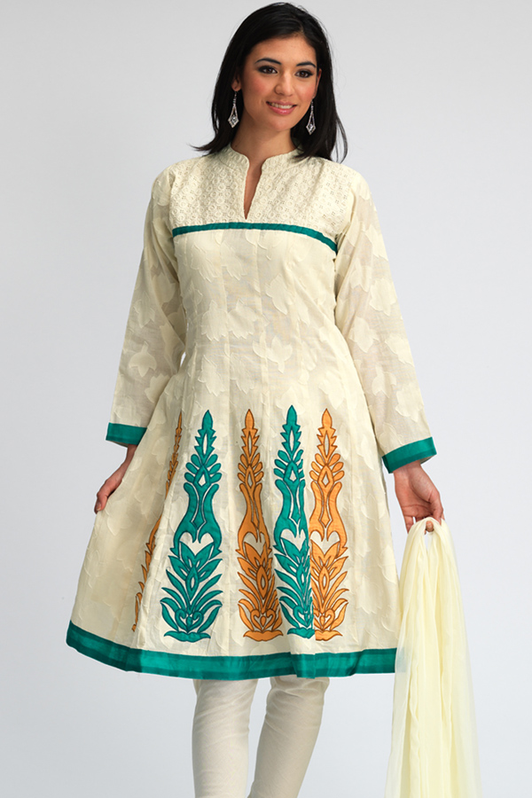 New Frock Designs in Pakistan http://shoaibnzm.blogspot.com/2011/07/frock-new-design.html