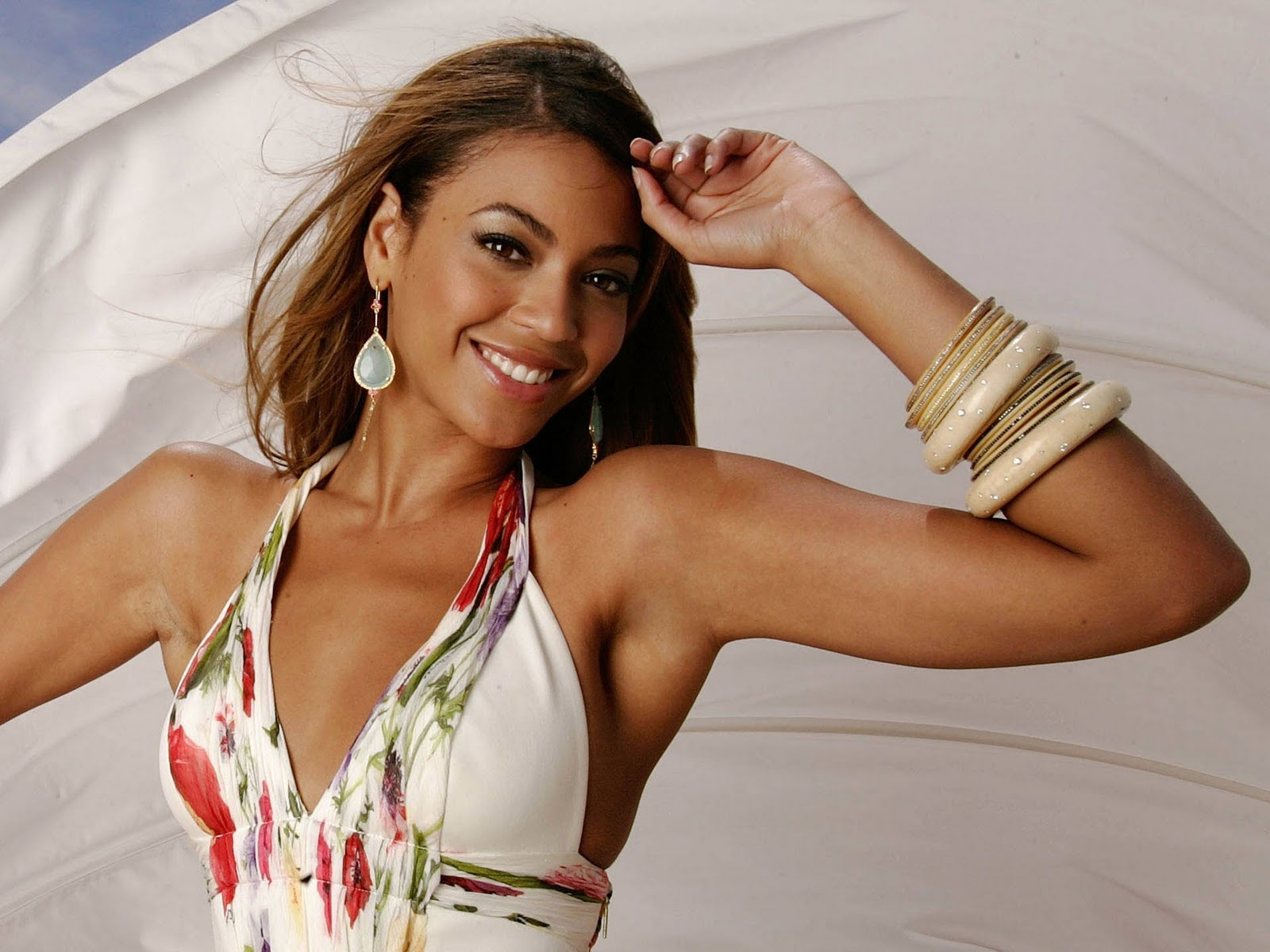 http://2.bp.blogspot.com/-IPnY2QRJwlQ/TnRHrrF2bcI/AAAAAAAABM4/XC8hx1UA3lw/s1600/Beyonce_Knowles_Actress_Free_Download_High_Resolution_HD_HQ_Desktop_Backgrounds_Face_Wallpapers_21026.jpg