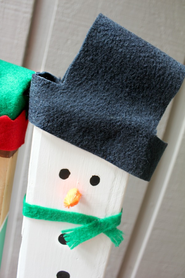 Represent your family with a DIY Christmas Outdoor greeter