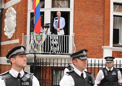 """Assange pede aos EUA para terminarem """"caça às bruxas"""" contra o seu site"""