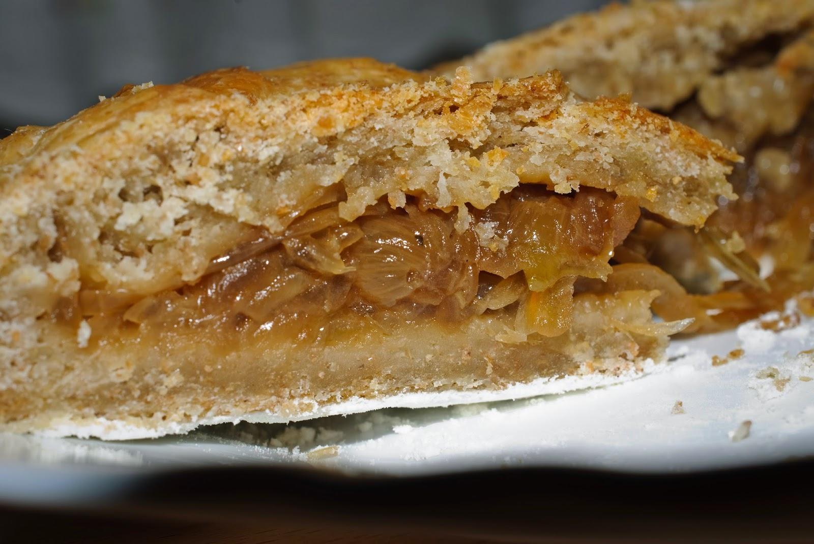 Pastel de cebolla; onion pie