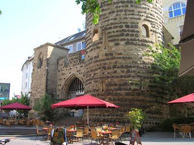 Sterntor, restos de muralla, Bonn, Alemania, round the world, La vuelta al mundo de Asun y Ricardo, mundoporlibre.com