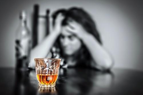 Álcool danifica área do cérebro responsável pelo autocontrole, aponta pesquisa