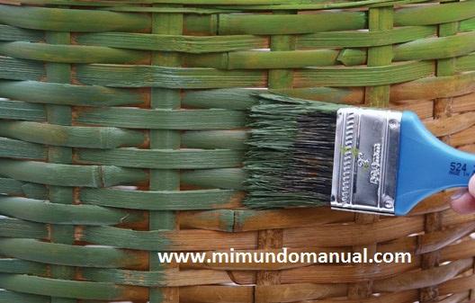 Manualidades con cestas de mimbre mimundomanual - Como forrar cestas de mimbre ...