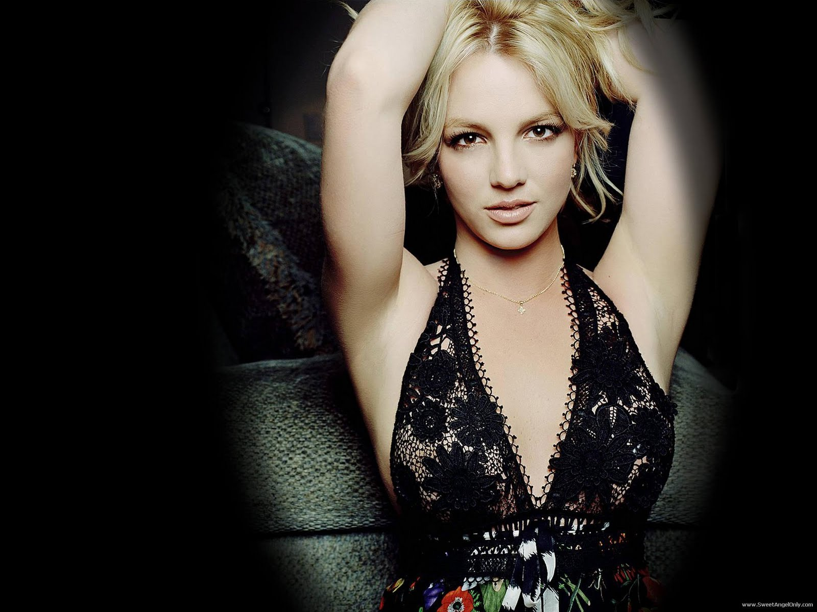 http://2.bp.blogspot.com/-IQ9gocG6Nww/TtjOEcECzyI/AAAAAAAABhY/foE6VJwfAHk/s1600/britney_spears_hollywood_model_wallpaper-1600x1200-07.jpg