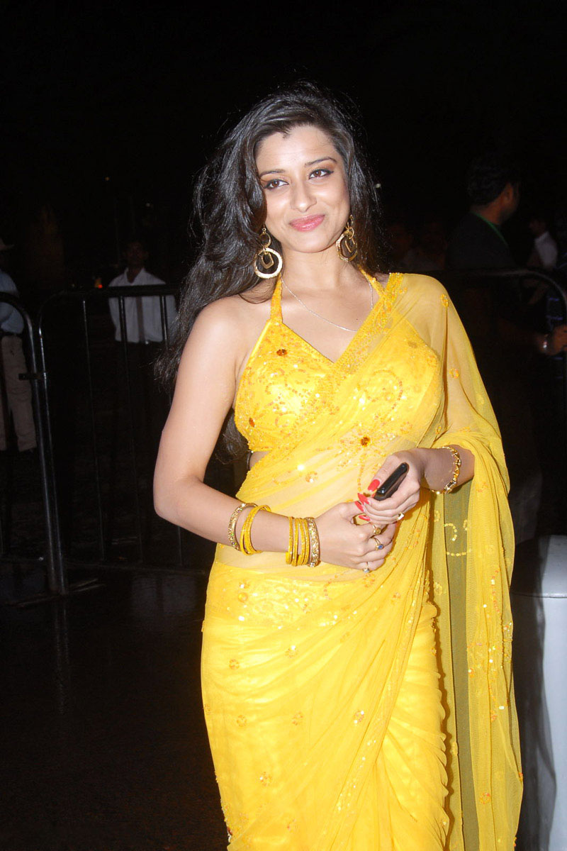 Telugu Actress Madhurima in Yellow Saree Photo Gallery