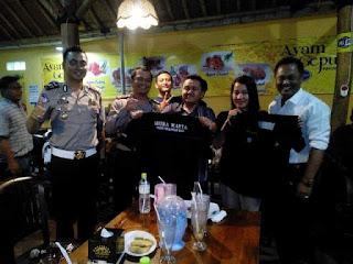 Serahkan Baju Seragam Media, Kapolres Puji Tugas Wartawan