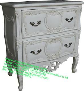 Mebel jepara mebel jati jepara mebel jati ukiran jepara nakas jati ukir klasik cat duco classic furniture jati jepara code NKSJ 162 NAKAS KLASIK CAT DUCO PUTIH