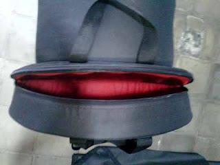 ritsleting pada tas snare dan cymbal