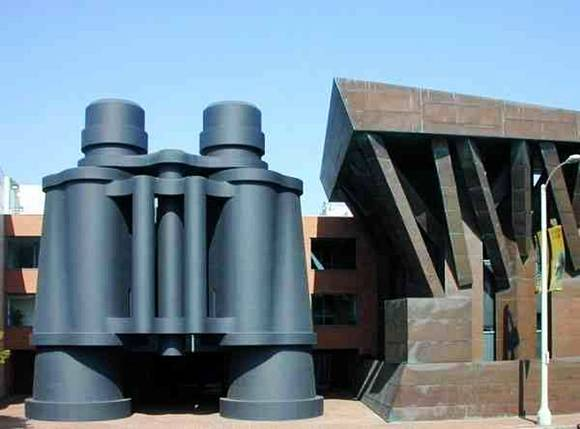 SmileCampus - Giant Sculptures - Amazing Photos