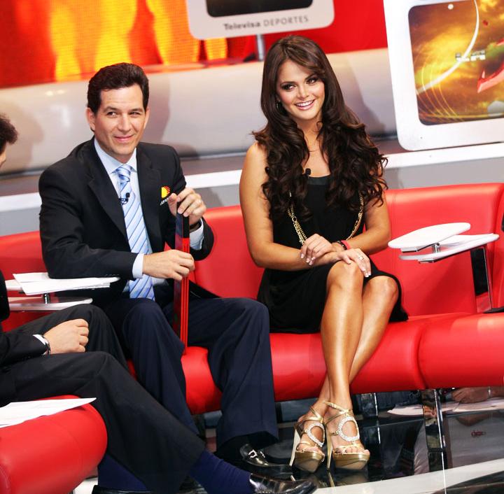 Javier Alarcón y Marisol González en el programa deportivo La Jugada de Televisa Deportes | Ximinia