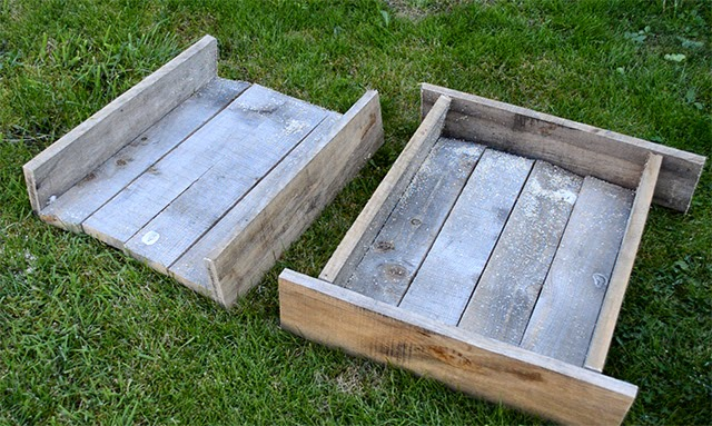 How to make TWO rustic wooden trugs out of a single pallet. Gorgeous for indoor display but can also be used as wooden planters #pallet