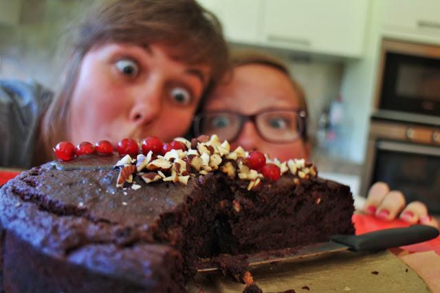 Decadente vegan chocoladetaart onder vriendinnen