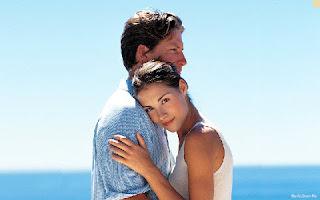 صورة اثنين عاشقان على البحر