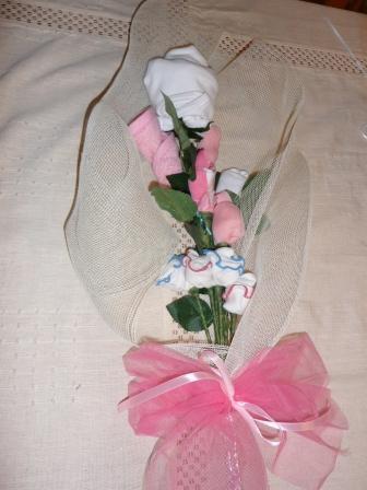 Idea regalo per la nascita di una bambina mazzo di fiori for Come costruire un mazzo di 2 piani