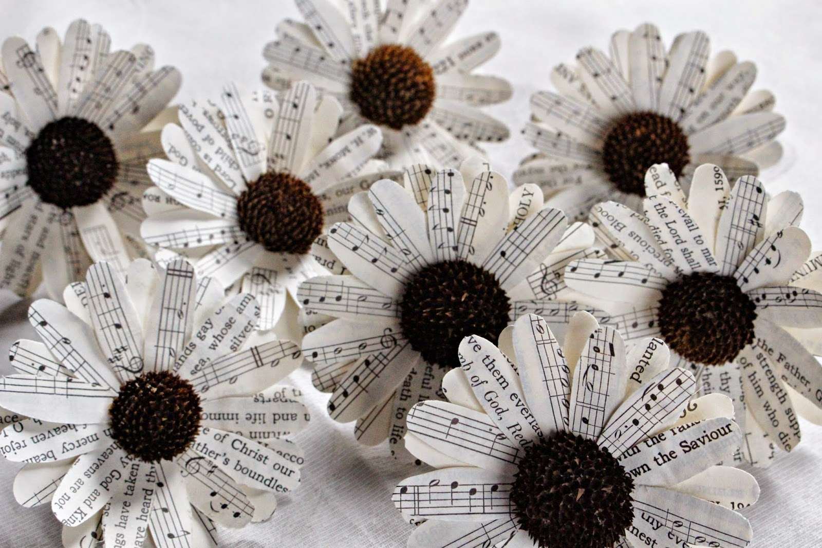 paper daisy Dress up a party or room with gorgeous homemade paper flowers from martha stewart.