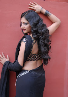 actress hari priya in saree hd hot boobs n navel pics photos images4