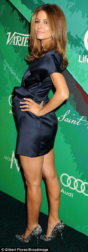 ماريا مينونس تنفي شائعة حملها, الفستان أوحى بذلك!