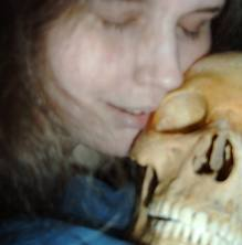 Wanita Ini Berhubungan 5eks Dengan Tulang Manusia ! [ www.BlogApaAja.com ]