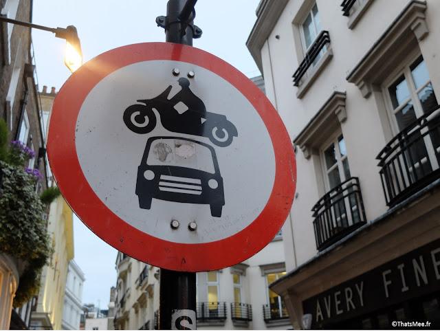panneau anglais interdicion rouler voiture et moto Londres