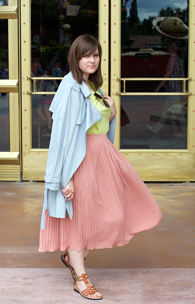 pastel summer outfit plaited midi skirt