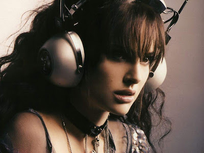 Natalie Portman Headphones Wallpapers
