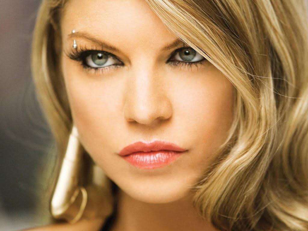 http://2.bp.blogspot.com/-ITFn6aeFAro/Td-PpBeYGnI/AAAAAAAAE4U/PTy9F4kRCwo/s1600/Fergie.jpg