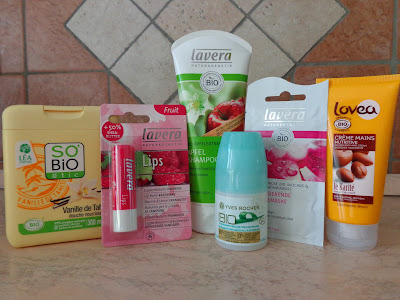http://lucymakeup79.blogspot.it/2013/11/il-mio-1-biogiveaway.html