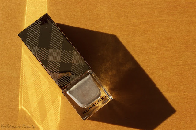 Burberry Light Gold No. 107 Nail Polish, Golden Light, Festive Gold Beauty Makeup Holiday 2013, in indoor lighting