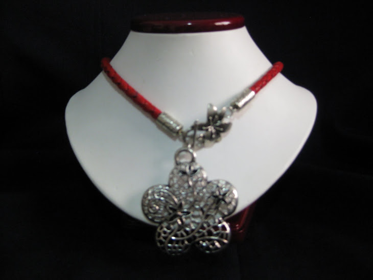 C04116 Collar Cordon rojo y Flor.