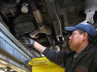 mekanik bengkel mobil