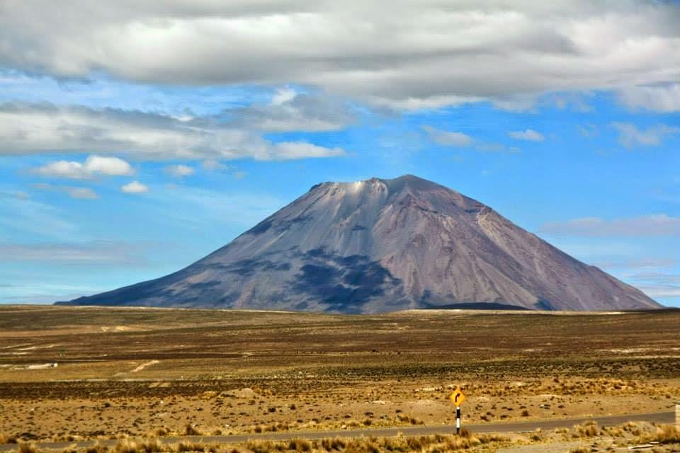 Volcán Misti desde el altiplano arequipeño.