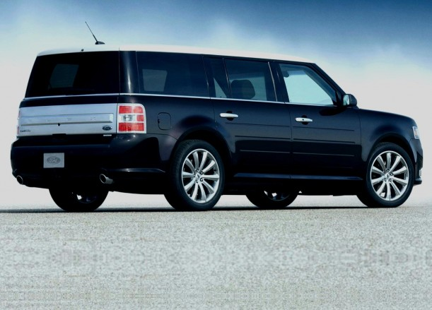 2013 Ford Flex rear three-quarters view.
