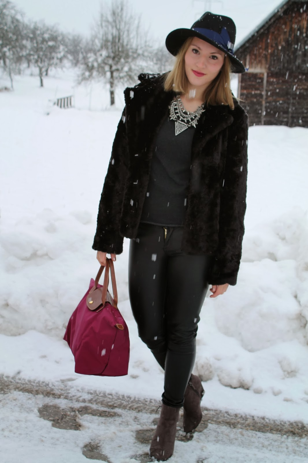 Winter Look Fashion Blogger Österreich Austria Kärnten klagenfurt Köttmannsdorf Longchamp Le Pliage Hut Statement Kette Zara Necklace Zara Austrian Fashion Blogger Leather Pants Leder Hose Fur Jacket Fur Coat Fell Jacke Pelz Jacke Winter Look Winter Style Winter Fashion
