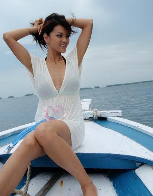 Farah Quinn Bugil Foto Telanjang Seksi Super Hot