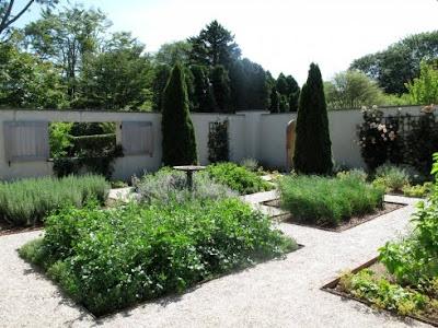 TROVE INTERIORS: Ina & Her Garden
