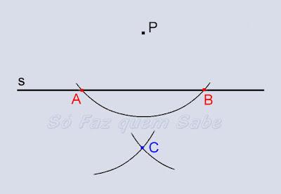 Traçando um arco com centro no ponto B e determinando o ponto C. Auxiliar na determinação da perpendicular.