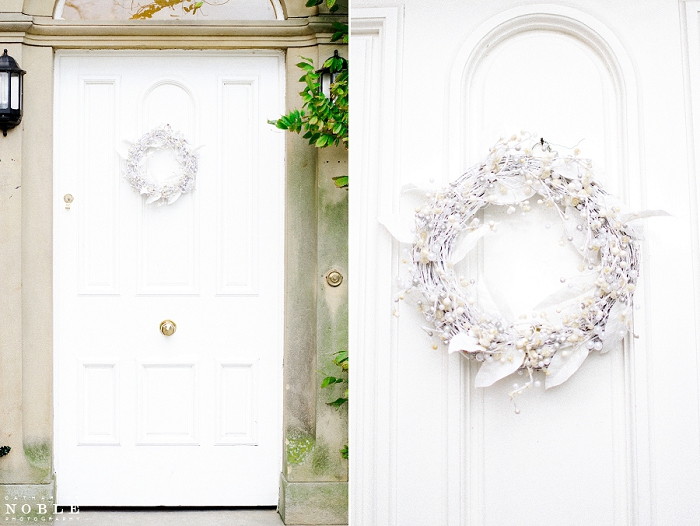 Singleton Lodge country house white christmas wreath catharine noble photography