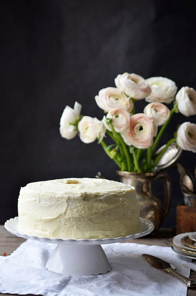Angel Food Cake With White Chocolate Ganache Frosting