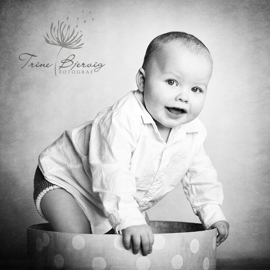 Barnebildet av en liten gutt , fotografert av barnefotograf Trine Bjervig i Tønsberg