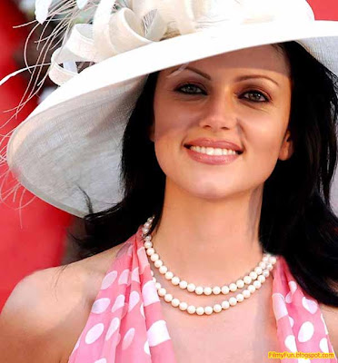 yana_gupta_hottest_foreign_actress_in_bollywood_FilmyFun.blogspot.com