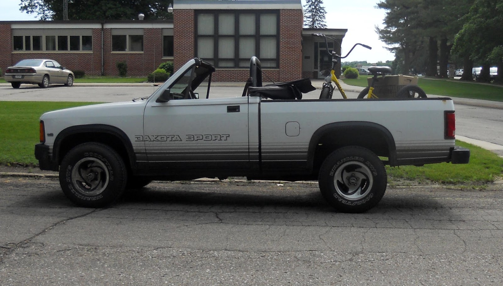 AutomoZeal Dodge Dakota Sport Convertible Truck