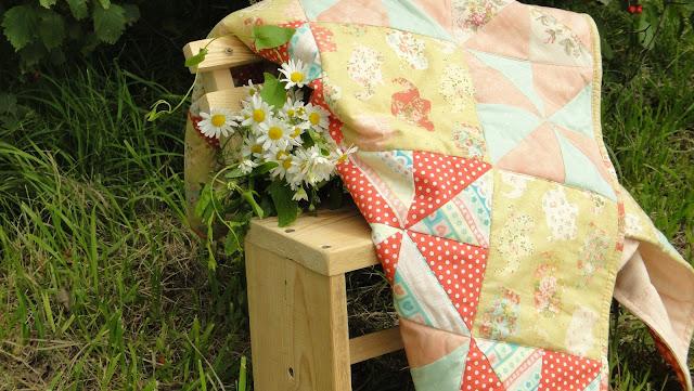 Текстиль для детской комнаты, подарок на рождение ребенка - розовое покрывало со слониками