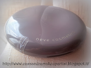 NEVE COSMETICS - FLAT PERFECTION - Fondotinta in polvere compatta - trucco minerale - prezzo - inci - reperibilità - recensione - review - light neutral - pao - swatch - cruelty free - Mineral foundation - compact powder